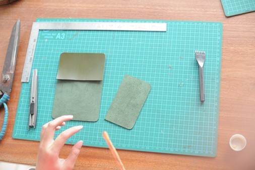 how to make a leather card holder