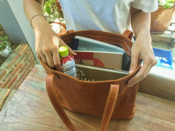 tui tote bang da that cho phai nu, leather tote bag in hoi an